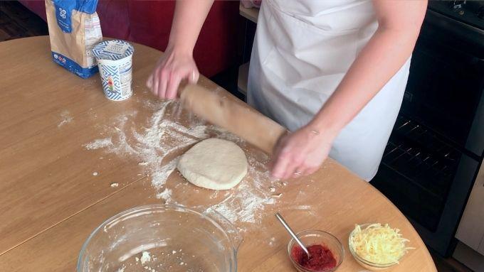 rolling greek yogurt pizza dough